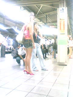 ike_girls_2.jpg